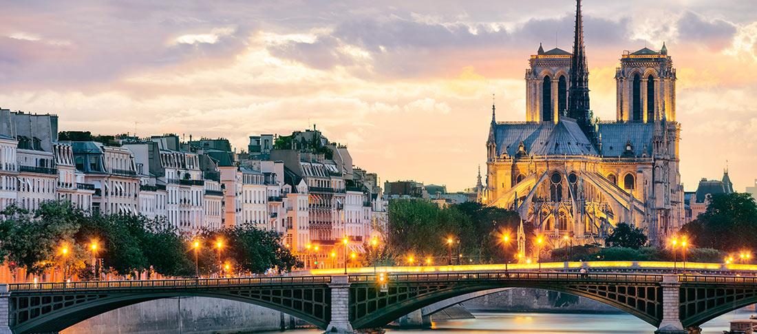 كاتدرائية نوتردام والمنطقة المحيطة بها، من مناطق باريس العريقة.