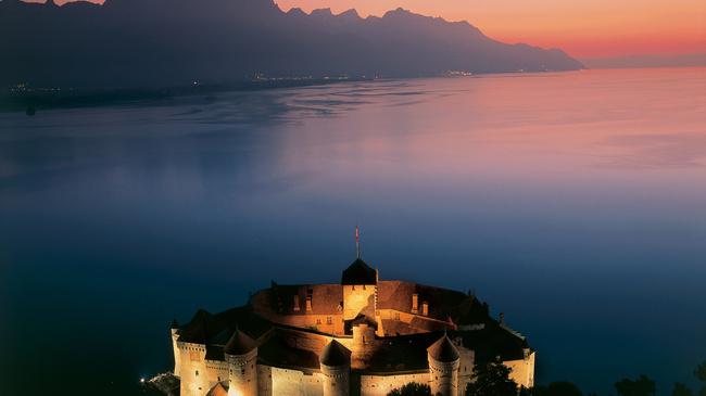 قلعة شيلون سويسرا