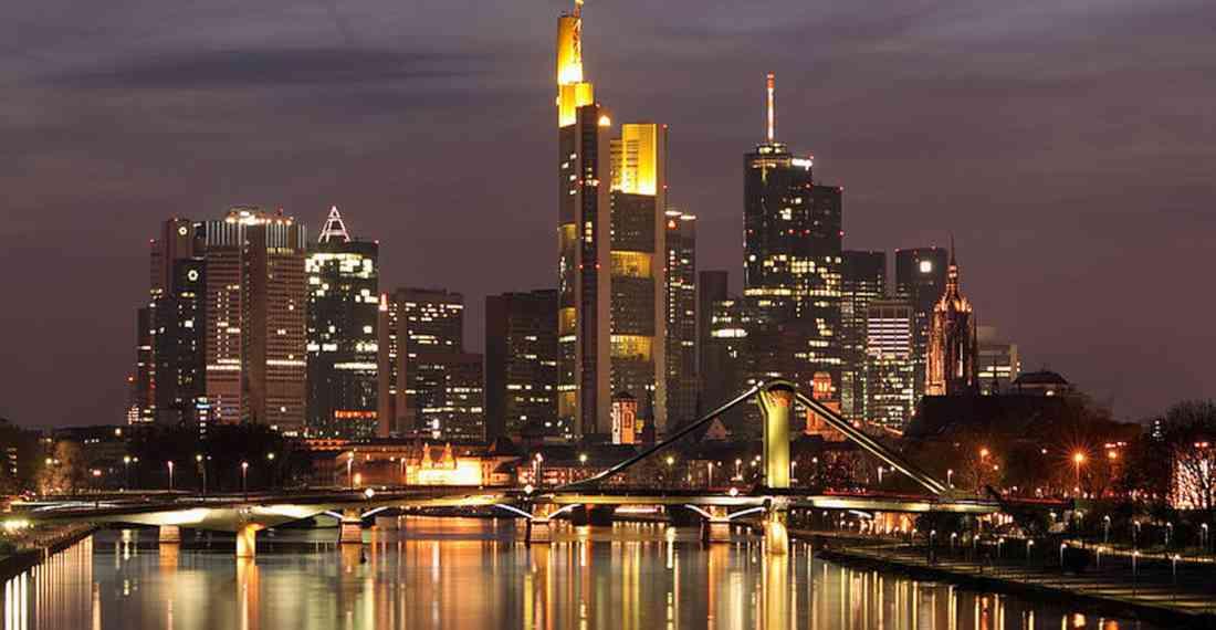 أماكن السياحة في فرانكفورت ليلاً