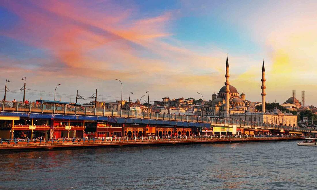 جسر اسطنبول القديم.