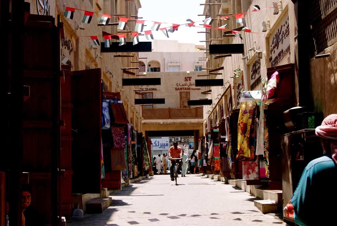 سوق حي البستكية في دبي.