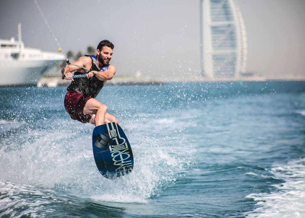 شاطئ كايت بيتش في دبي.