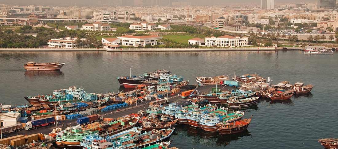 رصيف ميناء خور دبي في مدينة دبي.