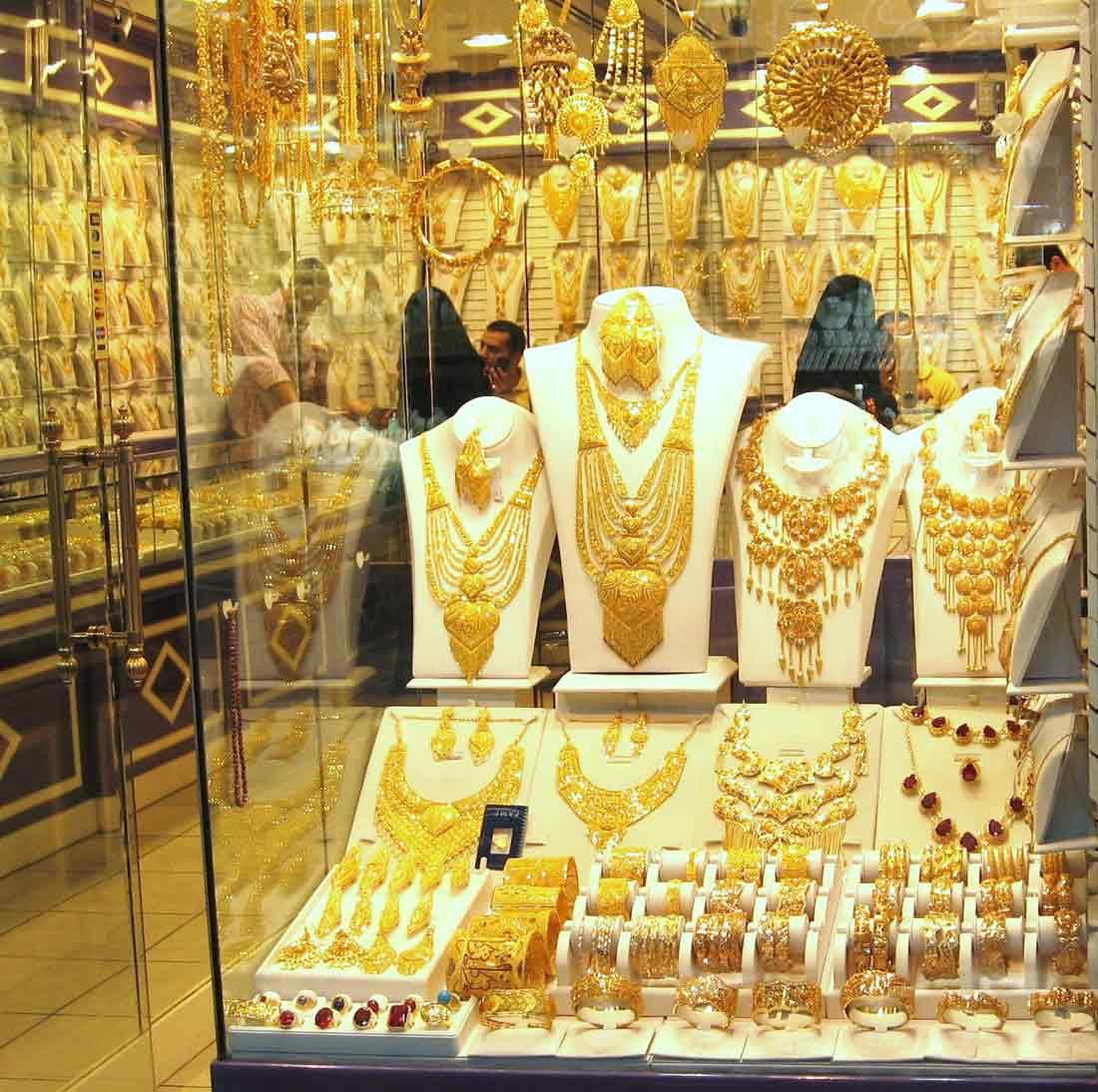أحد متاجر مجمع الذهب والماس في أبو ظبي بالإمارات.