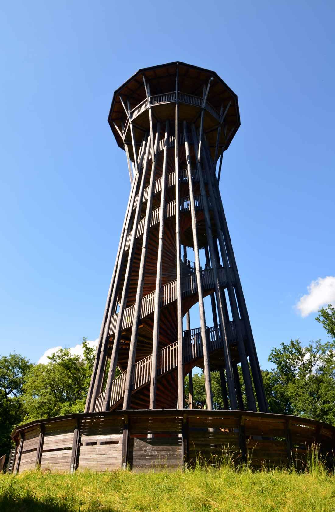 برج سافبلين الخشبي لوزان