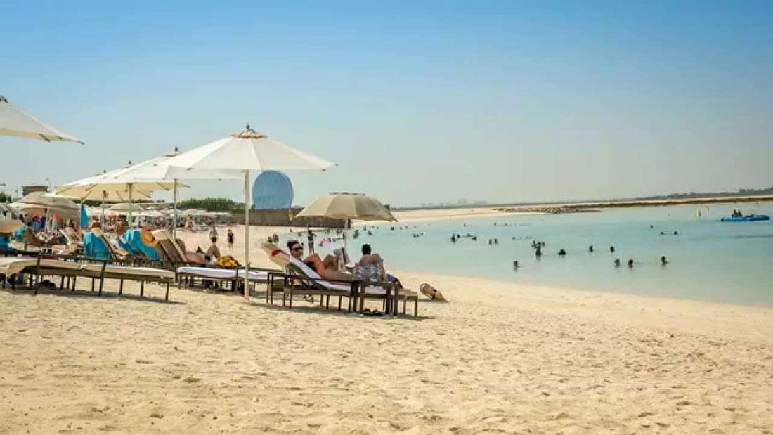شاطئ جزيرة ياس في أبو ظبي.