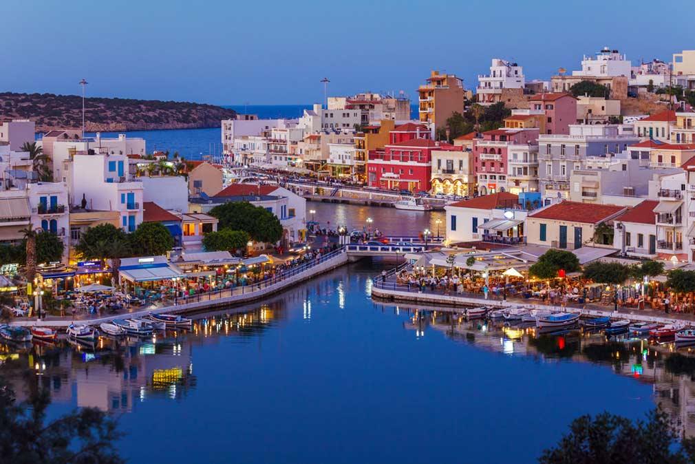 مدينة أجيوس نيكولاوس في جزيرة كريت.