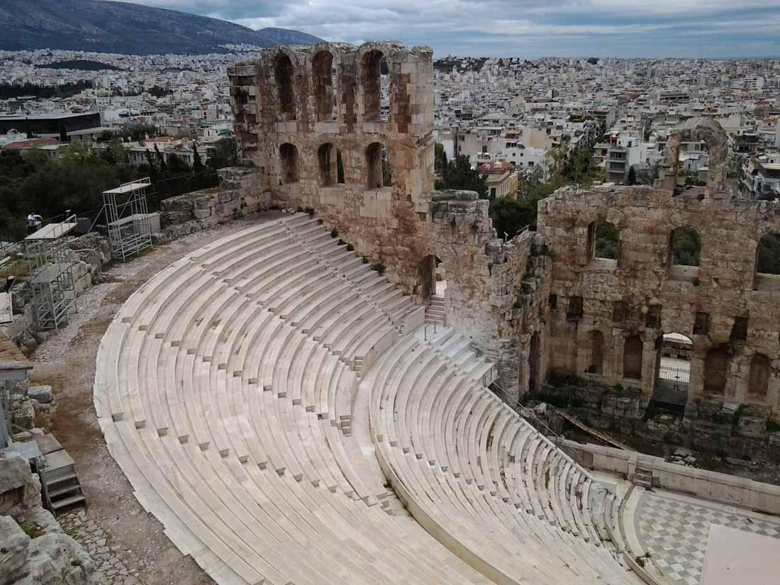 مسرح ديونيسيوس في أثينا.
