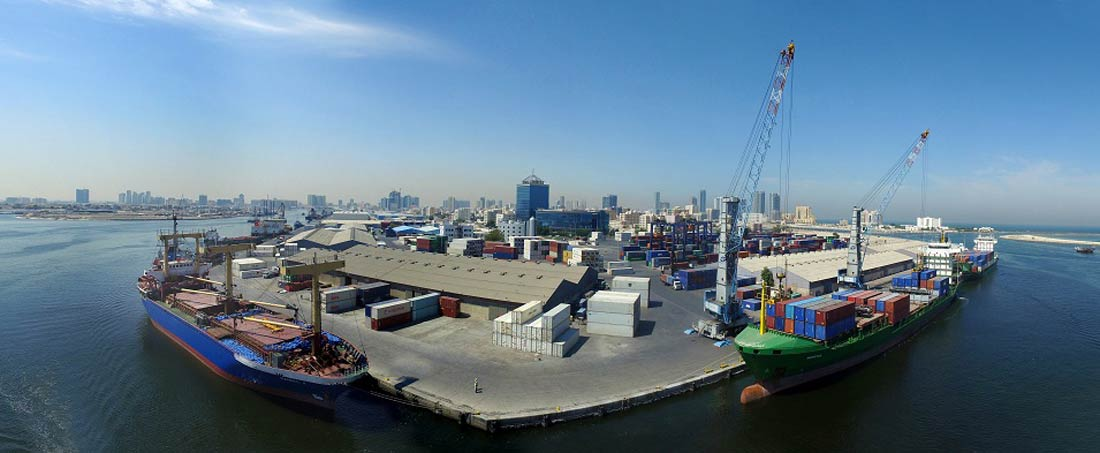 ميناء عجمان.