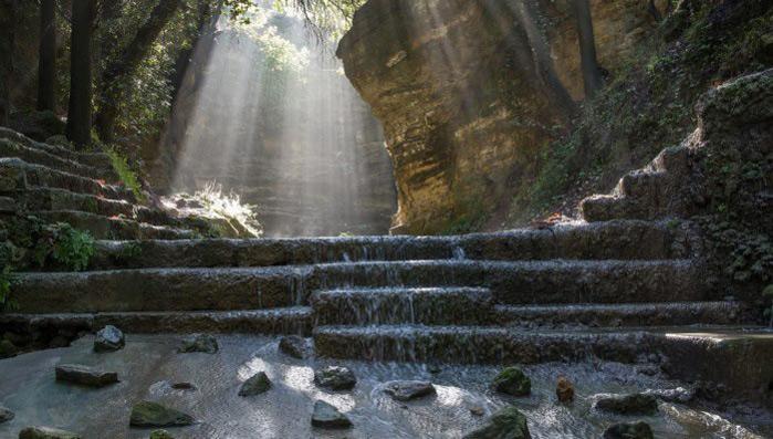 اليونانية (بالصور) Rodini-Park.jpg