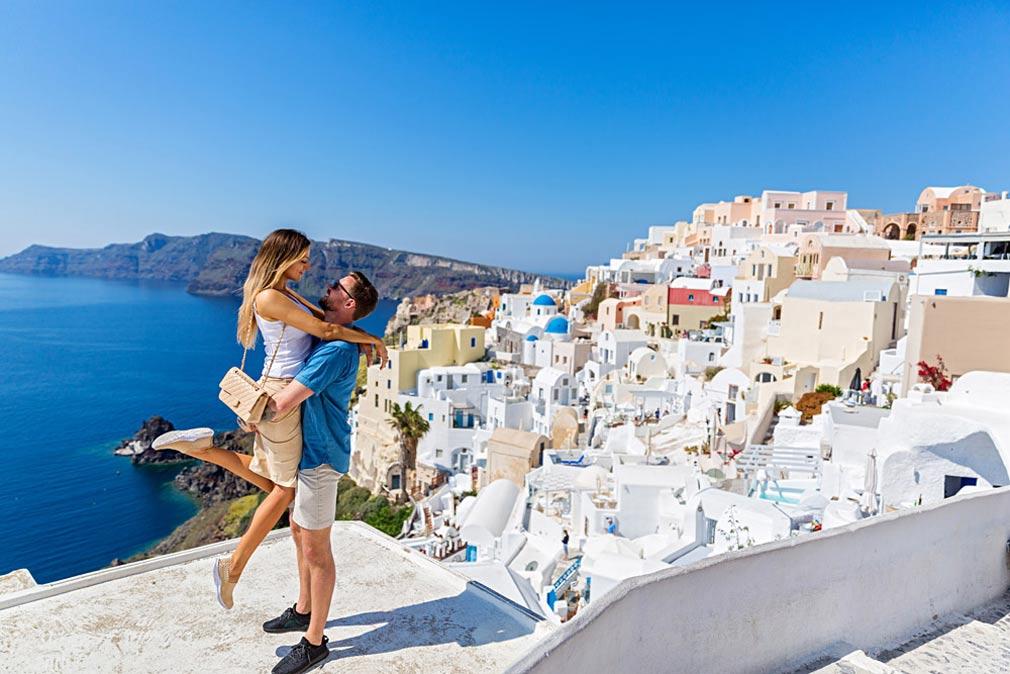 السياحة في سانتوريني جزيرة اليونان الفريدة.