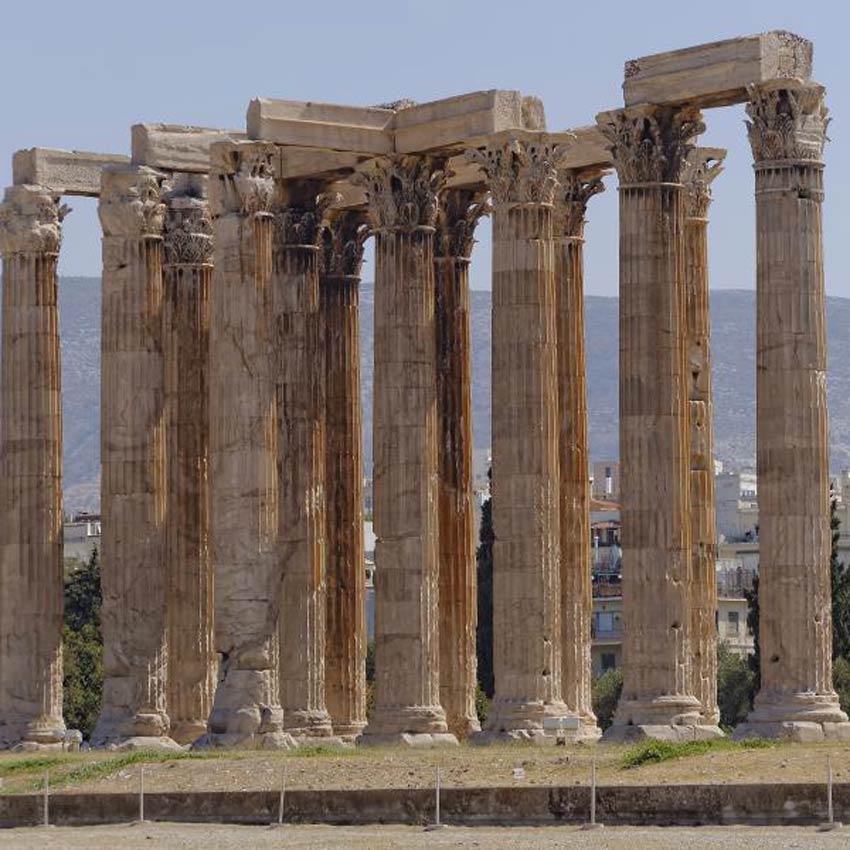 معبد زيوس الأوليمبي في مدينة أثينا.