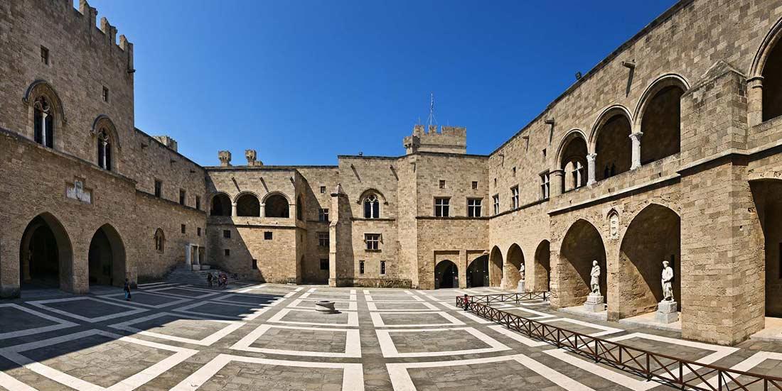 قصر غراند ماستر بجزيرة رودس.