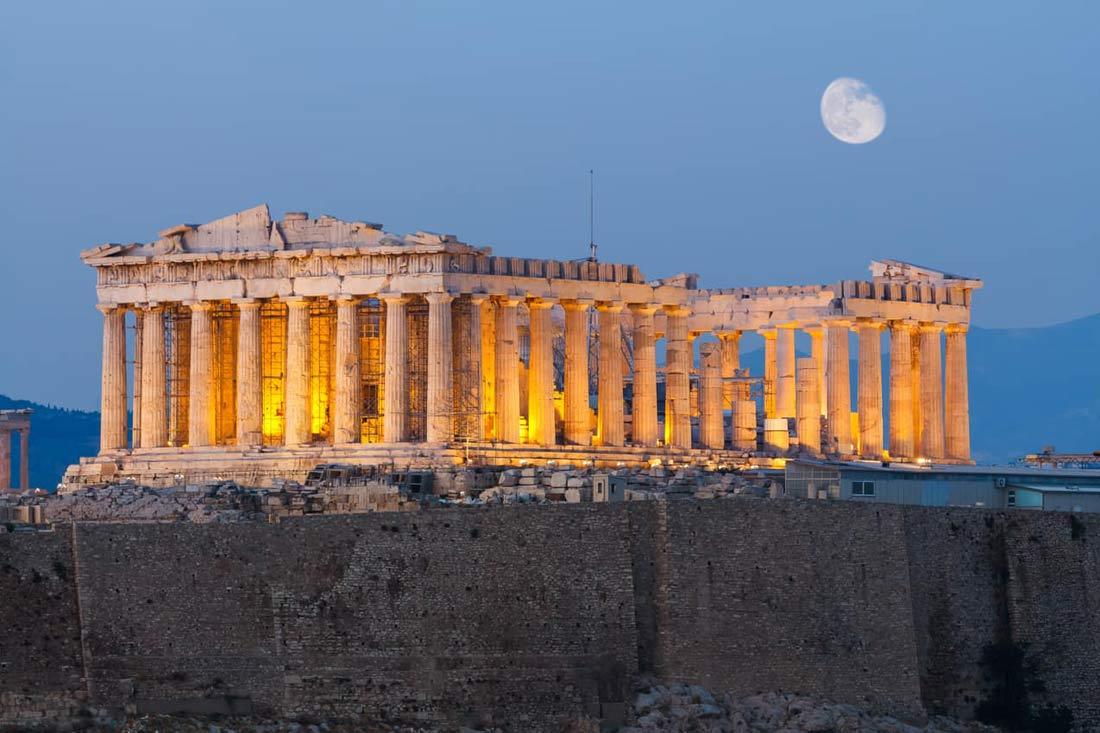 معبد بارثينون في مدينة أثينا.