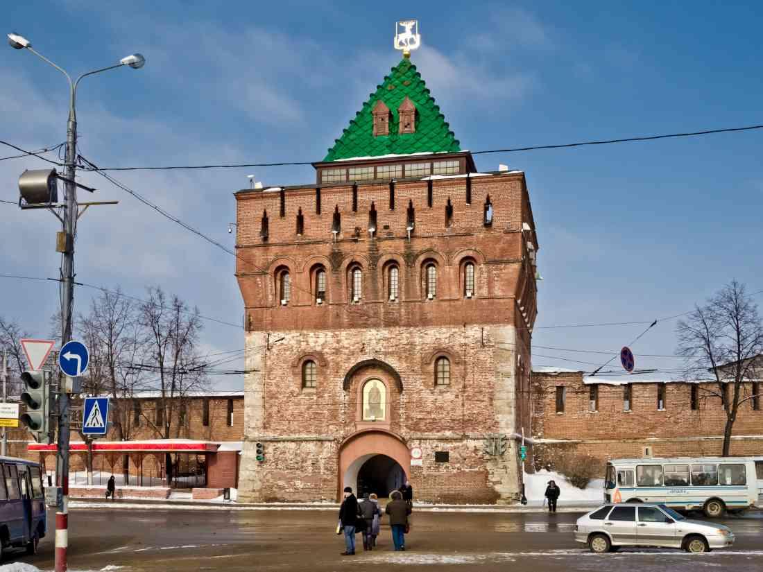 79b0ec86b87c3 فندق كريملين، إن الكرملين في نيجني نوفغورود يختلف عن المنطقة التاريخية في  العاصمة موسكو، إن الفندق هنا يرتفع جداره إلى 12 مترًا، ويحتوي على 13 برجًا،  وهو ...