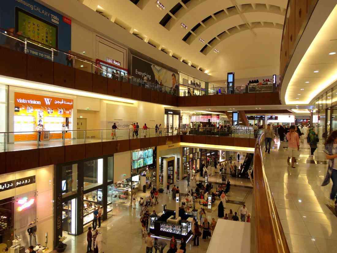 cda8a39a4 في وسط مدينة دبي يقع مركز دبي مول، وهو يعد من أكبر المراكز الخاصة بالتسوق  والتسلية والترفيه في الشرق الأوسط، كذلك فهو يعتبر من أجمل أماكن السياحة في  ...
