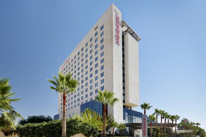فندق موفينبيك عمان – 5 نجوم