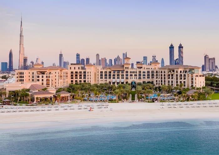 منتجع فور سيزونز دبي في جميرا بيتش – 5 نجوم